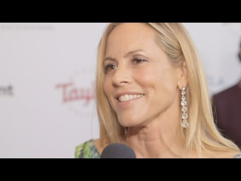 Maria Bello and Clare Munn get close on the red carpet clip