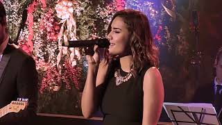Смотреть клип Melissa Romero Feat. Adrian Roberto - The Christmas Song