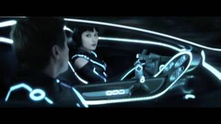 "TRON: LEGACY - ""Quorra Saves Sam"" Clip"