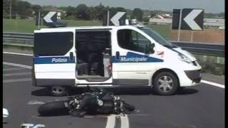 Repeat youtube video Motociclista decapitato