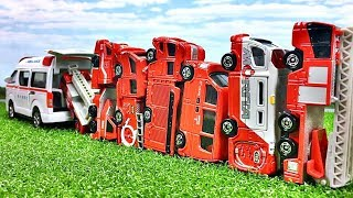 A fire engine's minicar goes into an ambulance toy 救急車のおもちゃに消防車のミニカーがすぽすぽ入っていくよ