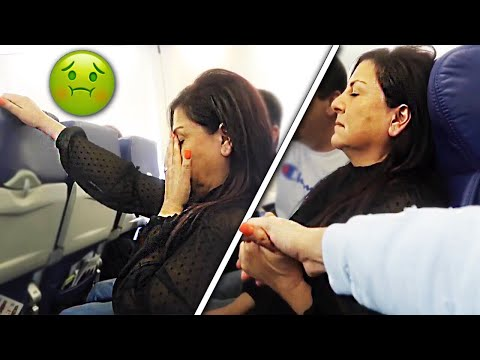 MY MOM ALMOST HAD A PANIC ATTACK ON THE AIRPLANE!