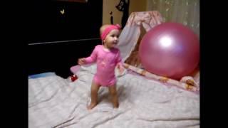 Миланочка танцует под песню  Kiesza - Hideaway