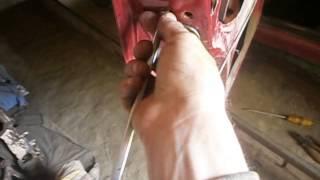 Ремонт наружной ручки двери ВАЗ 2101-07.(Показан способ замены наружной ручки открывания двери и замены замка двери.(http://www.youtube.com/editor), 2014-05-15T14:21:34.000Z)