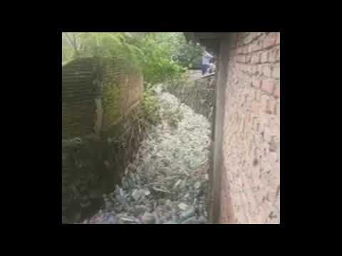 Irgendwo in Indien: Ein Fluss voller Plastik!