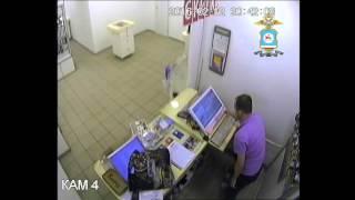 Разбойное нападение на магазин сотовых телефонов в Нерюнгри(Уроженец Украины угрожая оружием забрал из магазина электроники шесть планшетов и четыре тысячи рублей., 2016-02-16T02:13:06.000Z)