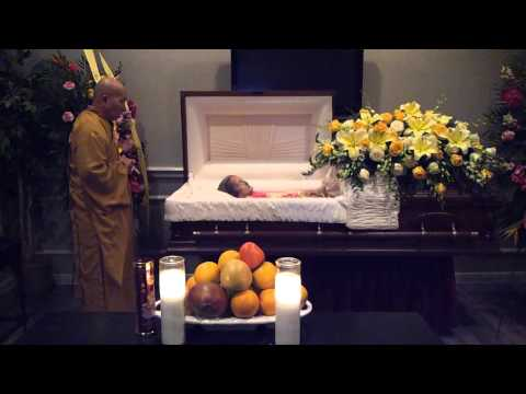 Last visitation closing the casket in my grandmas funeral
