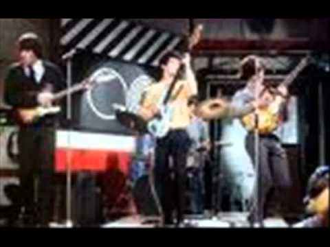 Kinks - Destroyer (lyrics)