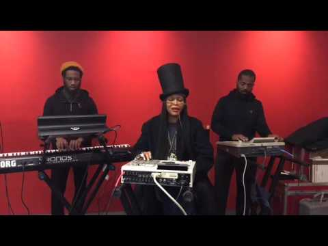 Erykah Badu live 2016👏👏👏👏🎤🎶🎹🎼🎸