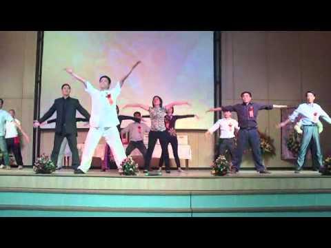 7-Khán giả cùng luyện Bát Đoạn Cẩm.avi