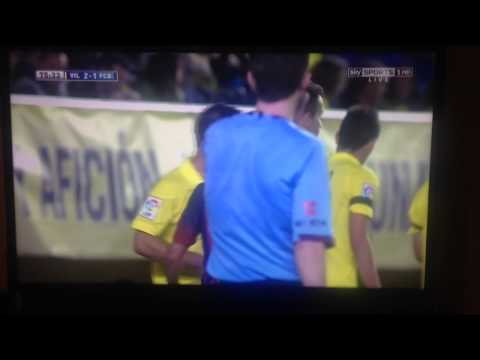 Dani Alves eat banana thrown on pitch