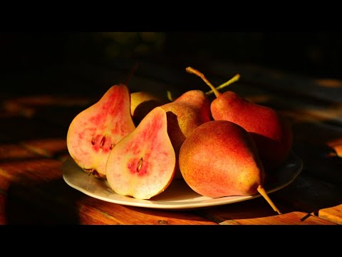 Груша с розовой мякотью, сорт Свадебная. Супер груша с осенним плодоношением.