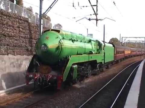 3801 on the Illawarra line 29 10 2000