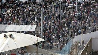 Motín en la frontera del Tarajal en Ceuta tras una avalancha de 2.000 personas