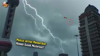 Download Sosok Aneh Muncul di Langit & Jeritan Dari Nerak4 Gemparkan Dunia!! Peristiwa² Aneh Terekam Kamera