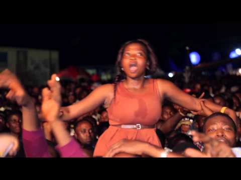 Video: Burna Boy Jumps Into The Lagos Crowd At #StarMusicTrek