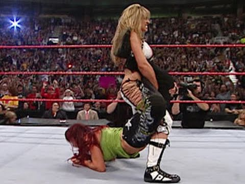 WWE Alumni: Trish Stratus competes in her retirement match