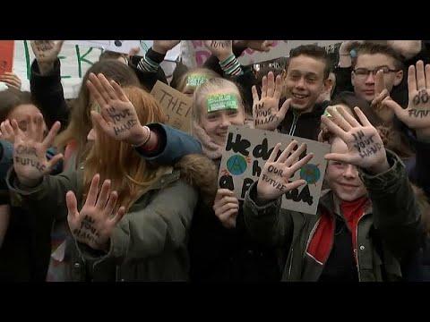آلاف التلاميذ في أستراليا ونيوزلندا والسويد يشاركون بإضراب بسبب -التغير المناخي-…  - 16:54-2019 / 3 / 15