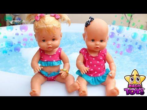 Aventuras de las Bebés NENUCO HERMANITAS TRAVIESAS Baño en el JACUZZI y Vacaciones en un Hotel