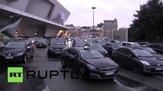 В Париже таксисты второй день бастуют против Uber(, 2016-01-27T12:26:31.000Z)