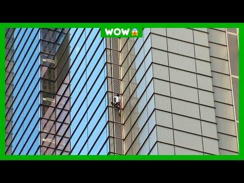 Eng: Deze man klimt zomaar op een wolkenkrabber