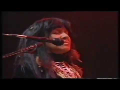 """Buffy Sainte-Marie: """"Bad End"""" - Live at Roskilde Festival 1992"""