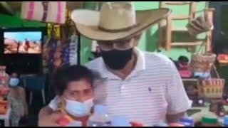Martín Vizcarra obvió el distanciamiento físico en un recorrido por Chincha
