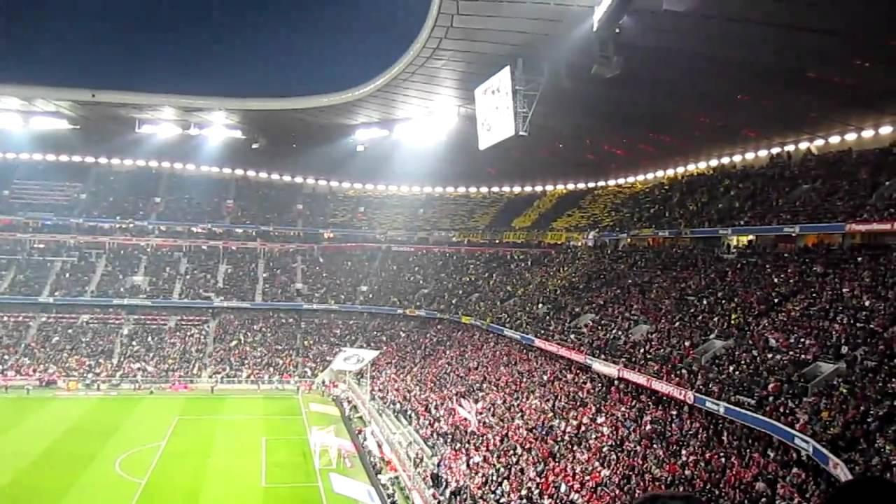 Impressionen aus München - FCB vs. BVB (26.02.2011) Einlauf, BVB-Block