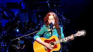 Watch Bonnie Raitt Million Miles video