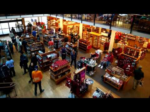 Looking Around Stanford Bookstore (12/27/13)