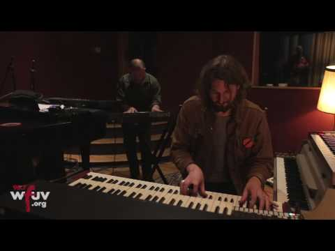 """The War on Drugs - """"Holding On"""" (Live at Electric Lady Studios)"""