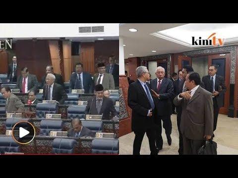 Dewan rakyat kecoh! Bung, Tajuddin dihalau, MP BN protes keluar dewan