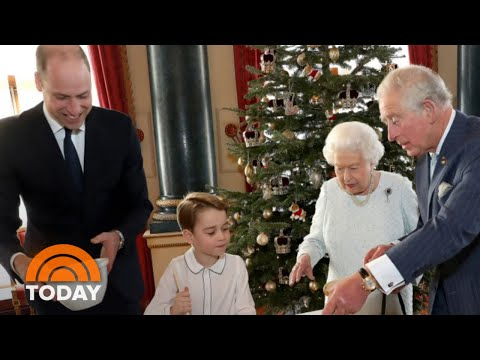 Buckingham Palace Shares New Christmas Pictures Of Queen Elizabeth | TODAY