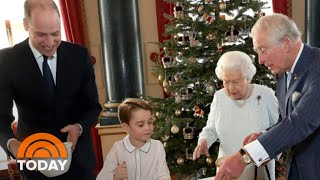 Gambar cover Buckingham Palace Shares New Christmas Pictures Of Queen Elizabeth | TODAY