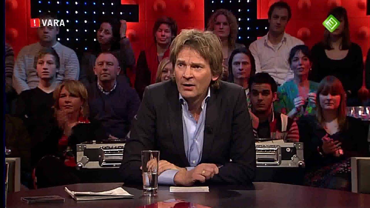 Man met clownsneus verstoort de wereld draait door dwdd 1 februari 2011 youtube - Huis in de wereld draagt sieraden ...