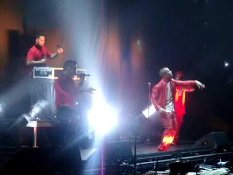 """Lupe & Matther Santos - """"Superstar"""" at Glow in the Dark Chicago"""