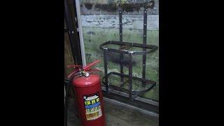 Огнетушитель, как разместить в мастерской. Вариант кронштейна.(Работа в мастерской иногда связана со сваркой или болгаркой, а это искры и возможность возгорания, так же..., 2016-04-28T04:00:00.000Z)