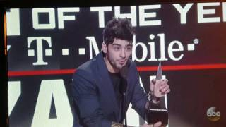 ZAYN WINS HIS FIRST AMA AWARD!!!