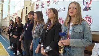 Три женских команды по мини футболу из 1 школы Славянки выиграли краевой турнир
