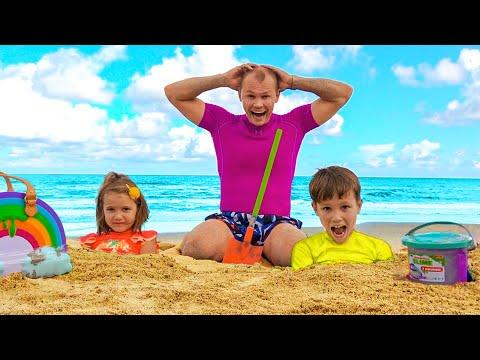 Max Y Katy Juegan Con Papá En La Playa