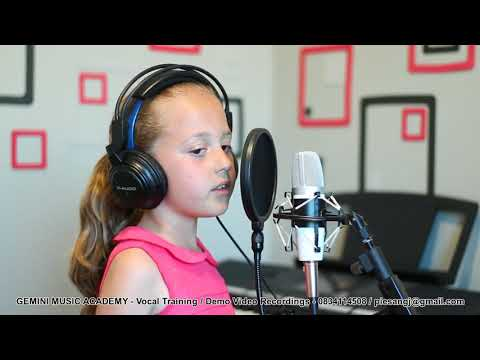 Kailey Smit (7 years old) singing