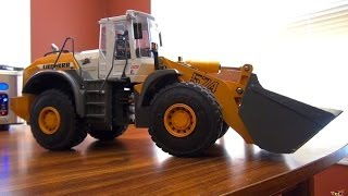 RC ADVENTURES - How it Works - Graupner Liebherr 1:15 Scale Hydraulic Loader