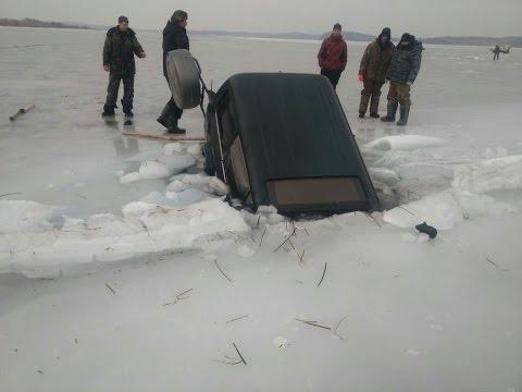Утопил машину на зимней рыбалке