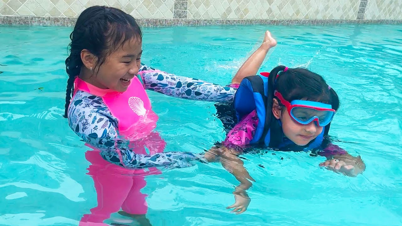 Download Jannie Teaching Ellie How to Swim in the Pool | Kids Pretend Play Swimming Pool and to Not Give Up