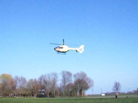 Trauma heli inzet na trap van paard aan De Buurt in Venhuizen