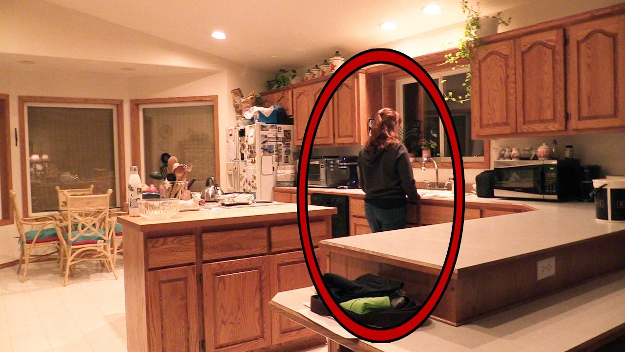 Creepy Man At My Front Door And Mom Is Acting Super Weird Season