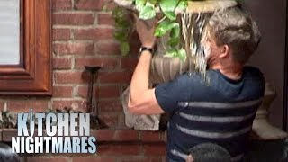 Gordon Ramsay Wets Himself! - Kitchen Nightmares