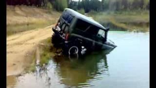 видео Бессмертный УАЗик, Hummer H1, Гелик и БРДМ идут в БРОД