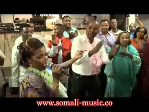 RAHAMA ROSE XAFLAD (HEES) 2013: http://www.somali-music.co waa xafladii xorriyada  jabuuti ee mennesota rahma rose oo waxdaro dhigtay. Like. com. And subscribehttp:// somaliaworld.com/somali-music/rs  please like Somalia Music http://facebook.com/SomaliaMusic