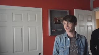 Repeat youtube video DRAKE FROM DRAKE & JOSH VISITS MY HOUSE!!